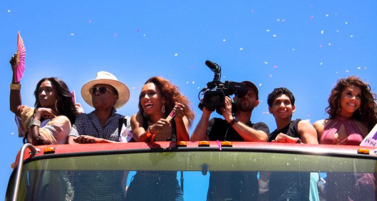 Actors i actrius de la sèrie 'Pose' a la manifestació de l'Orgull LGBTI a Los Angeles, l'any passat. Foto: DVSRoss.