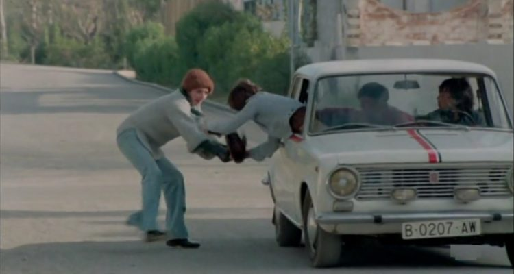 La pel·lícula 'Perros callejeros' (1977), del director José Antonio de la Loma, s'inscrivia dins del 'cine quinqui' i estigmatitzava barris populars.