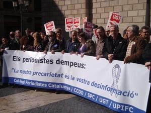 Concentració de periodistes a la plaça Sant Jaume de Barcelona
