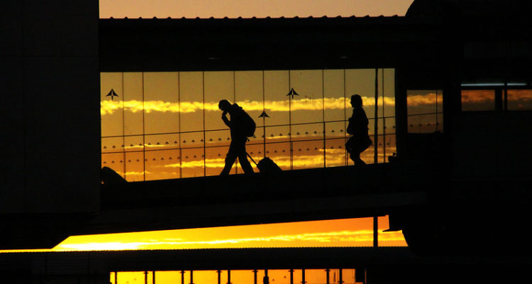 Viatgers a l'aeroport del Prat. Foto: Lali Masriera.