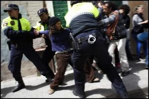 La policia ha actuat amb molta duresa contra els veïns. FOTO: Oriol Clavera/L'Accent.cat