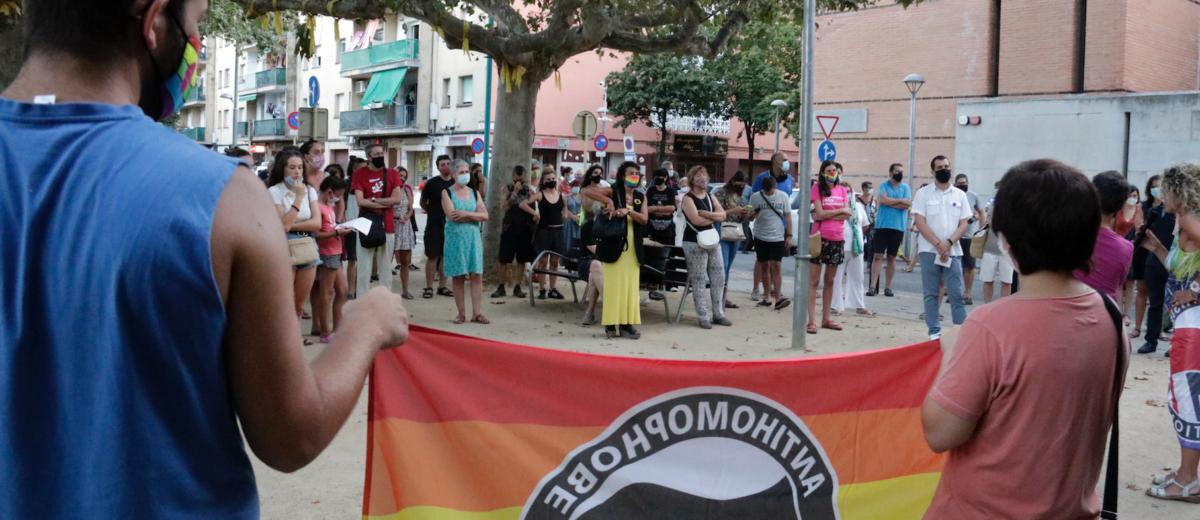 Concentració de rebuig a l'agressió LGTBIfòbica a Salt l'agost del 2020. Foto: Marina López / ACN.