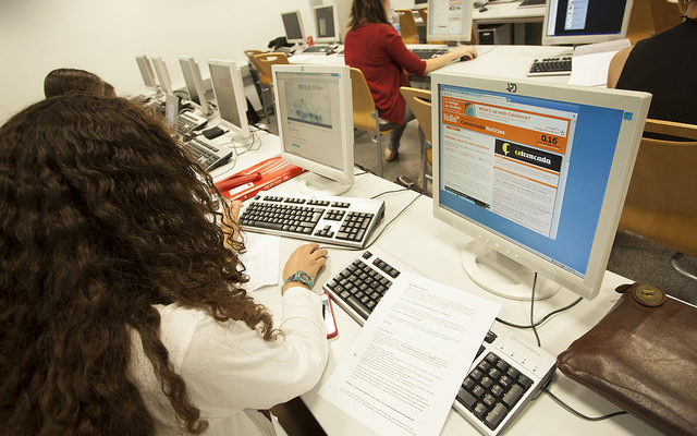 Estudiants a la redacció integrada del campus de Poblenou de la UPF, l'any 2013. Foto: UPF.