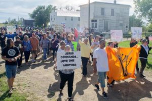 Protesta en contra de la visita d'un líder de la ultradreta al poble de Leith, als Estats Units, on s'hi feia una trobada de líders supremacistes el setembre de 2013. Foto: Kevin Cederstrom.