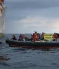 """""""Una activista de Greenpeace ferida en caure a l'aigua"""""""