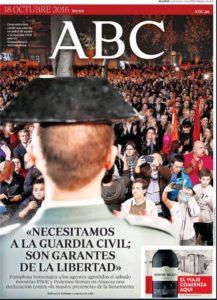 La concentració de suport als guàrdia civils d'Altsasu, a la portada de l'ABC del 18 d'octubre de 2016.