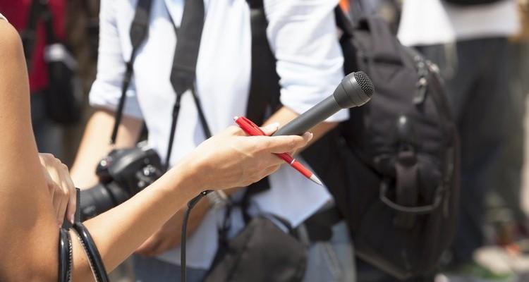 El sector de la comunicació està molt feminitzat, però els homes ocupen la gran majoria de càrrecs directius.
