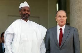 A dalt Hissène Habré amb Ronald Reagan el 1987. Aquí amb François Mitterrand el 1989