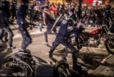 disturbis periodista protesta