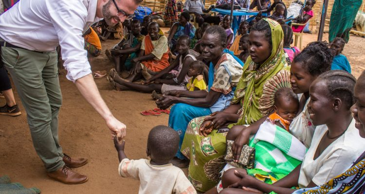 El tòpic de la persona blanca com a salvadora és un dels que cal trencar. Foto: OIM, Sudan del Sud, 2017.