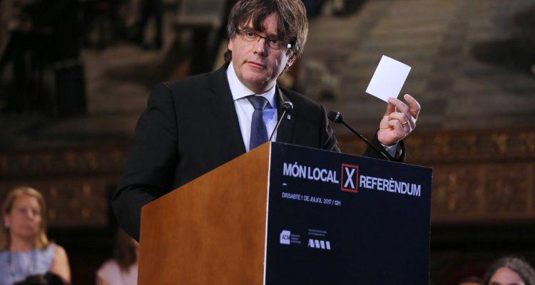 Puigdemont a l'acte de suport del món local al referèndum, dissabte. Foto: Rubén Moreno (Generalitat de Catalunya)