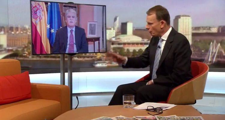 El ministre d'exteriors del govern Rajoy, Alfonso Dastis, va assegurar a la BBC l'octubre del 2017 que les imatges de violència policial de l'1-O eren falses. Imatge: BBC.