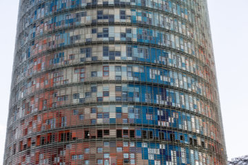 L'emblemàtica Torre Agbar, que en el passat acollia la seu de la companyia a Barcelona. Foto: Dave Pinter.