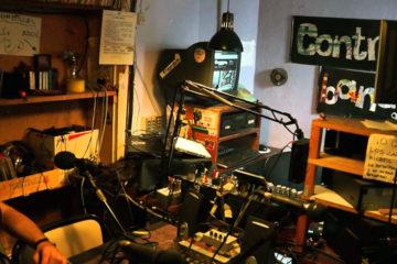 Ràdio Contrabanda, una emissora lliure barcelonina amb 30 anys d'història, podria haver de tancar molt aviat. Foto: Festival Llimonades.