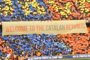 """Pancarta amb la inscripció """"Welcome to the Catalan Republic""""."""