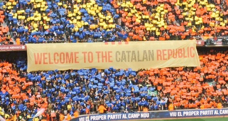 "Pancarta amb la inscripció ""Welcome to the Catalan Republic""."