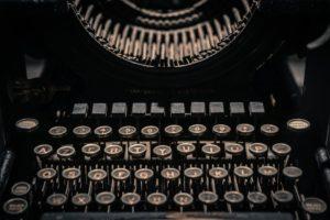 Màquina d'escriure antiga. Font: Skitterphoto
