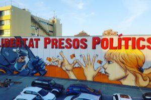 Mural de l'artista Werens a Sabadell, que demana la llibertat dels presos polítics.