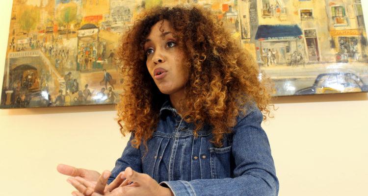 Lucía Mbomío treballa com a reportera a TVE. Foto: Ignasi Renom.