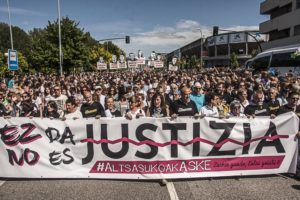 Manifestació a Pamplona en suport als joves d'Altsasu i les seves famílies, el 16 de juny de 2018. Foto: Ekinklik.