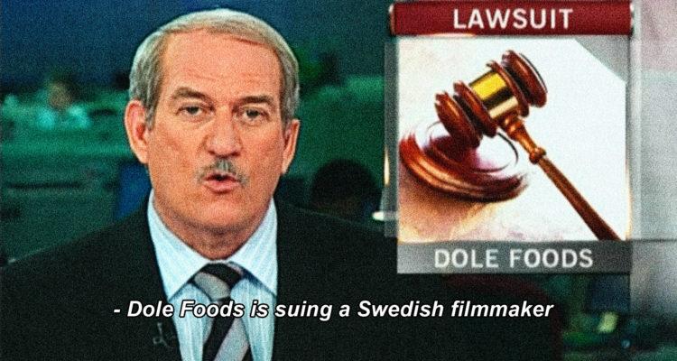 "Un 'frame' de ""Big boys gone Bananas!*"", sobre la lluita d'una petita productora cinematogràfica sueca contra una gran empresa bananera arran d'un documental de denúncia que la darrera intenta censurar."