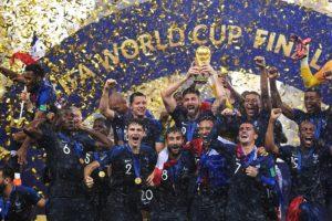 La selecció de França es proclama guanyadora del Mundial de Futbol masculí del 2018 a Rússia. Foto: www.kremlin.ru / Wikimedia Commons.
