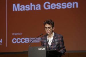 Masha Gessen, durant la seva conferència a Barcelona el juny de 2018. Foto: CCCB.