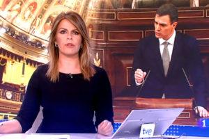 Una presentadora de TVE vesteix de negre en senyal de protesta.