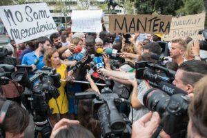 Roda de premsa del Sindicat Popular de Venedors Ambulants el 9 d'agost en relació a la baralla de la plaça de Catalunya entre manters i un turista. Foto: Sònia Calvó.