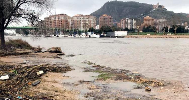 El riu Xúquer al seu pas per Cullera, a punt de desembocar, el desembre de 2016. Foto: ACN / Ajuntament de Cullera.