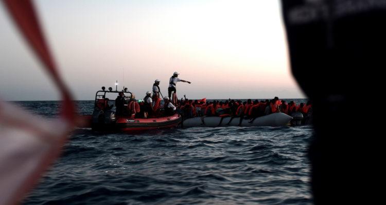 Rescat de migrants al vaixell Aquarius, la matinada del 9 al 10 de juny del 2018. Foto: Kenny Karpov / SOS MEDITERRANEE (ACN).