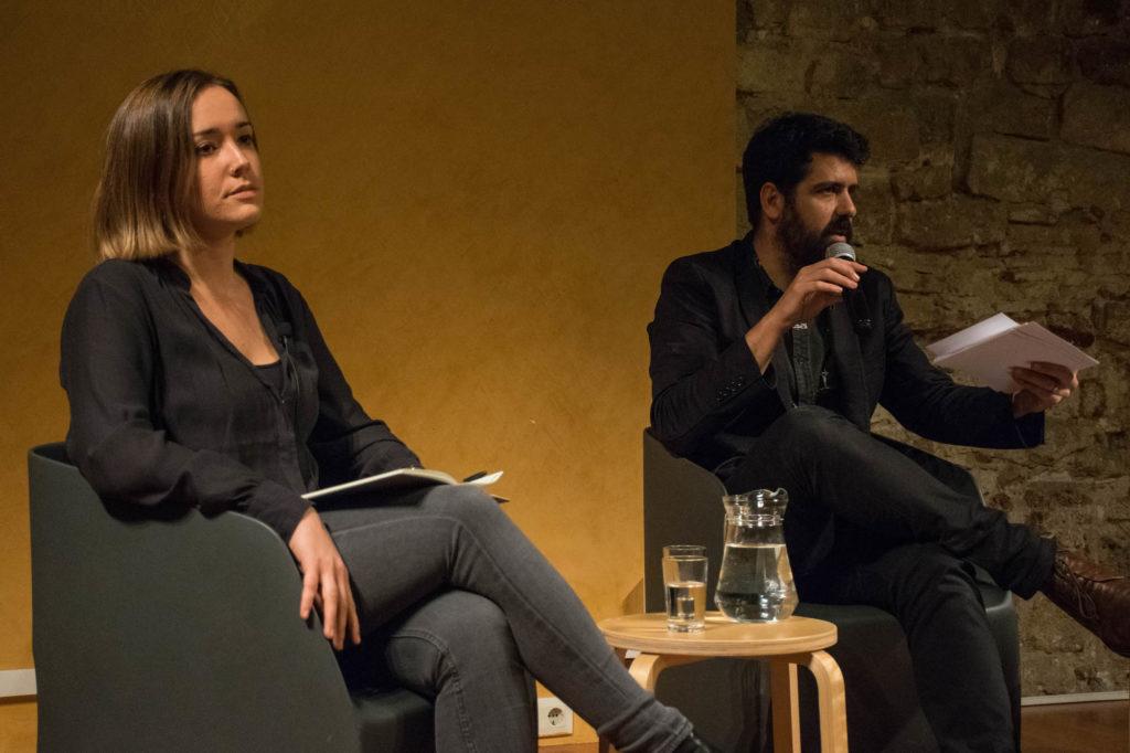 La politòloga Helena Castellà, a la taula rodona moderada per Carlos Baraibar. Foto: Sònia Calvó.