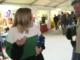 Una periodista andorrana increpa un desconegut que li ha fet un petó mentre treballa.