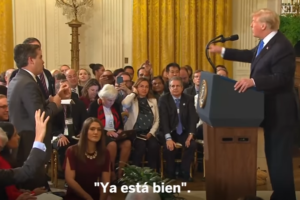 Donald Trump i el reporter de la CNN Jim Acosta s'enfronten verbalment en una roda de premsa a la Casa Blanca.