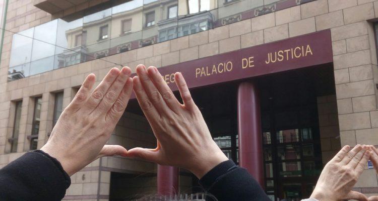 Moltes dones es van mobilitzar a diversos punts de l'Estat espanyol per protestar contra la sentència de l'anomenat cas de 'La Manada', l'abril de 2018. Foto: Pikara Magazine.