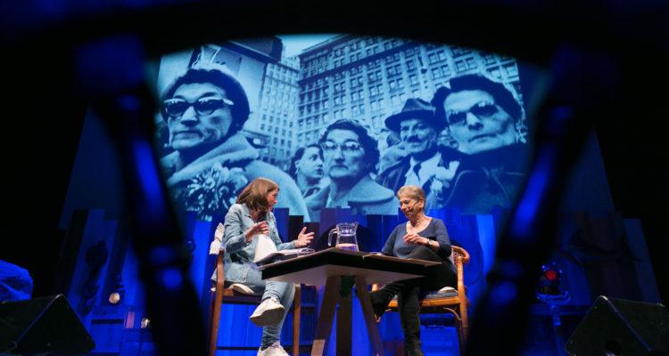Vivian Gornick (dreta), en una conversa amb Anna Guitart al festival Primera Persona, a Barcelona, el maig de 2018. Foto: © CCCB, Miquel Taverna, 2018.