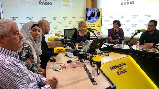 La consultora en comunicació Míriam Hatibi (segona per l'esquerra), en una tertúlia a 'El Matí de Catalunya Ràdio' de Mònica Terribas. Imatge: CCMA.
