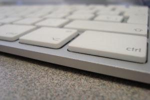 Teclat d'ordinador en una oficina. Foto: LinaMon (Flickr).
