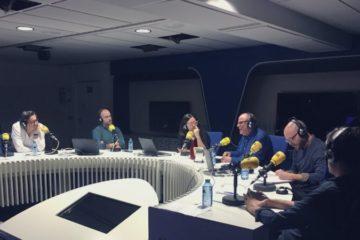 Tertúlia al programa 'Hora 25' de la Cadena Ser, conduït per Àngels Barceló. Foto: Cadena Ser.