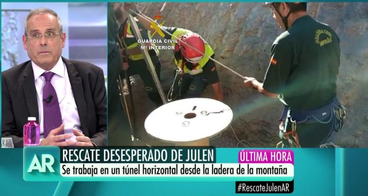 Les cadenes de televisió van retransmetre en directe el rescat de Julen amb grans dosis d'espectacularització. Imatge: Telecinco.