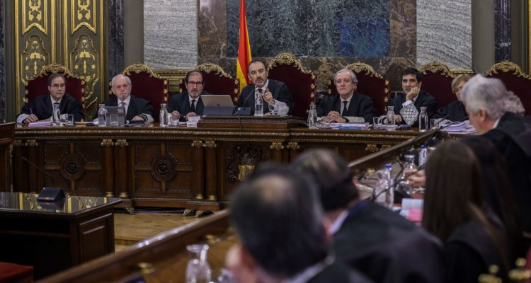 El jutge Antonio del Moral, l'últim per la dreta, el dia de l'inici del judici als polítics independentistes al Tribunal Suprem. Foto: Pool EFE.