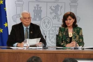 El ministre espanyol d'Exteriors, Josep Borrell, i la vicepresidenta del govern, Carmen Calvo, a la roda de premsa posterior al Consell de Ministres, l'1 de març de 2019. Foto: Andrea Zamorano / ACN.