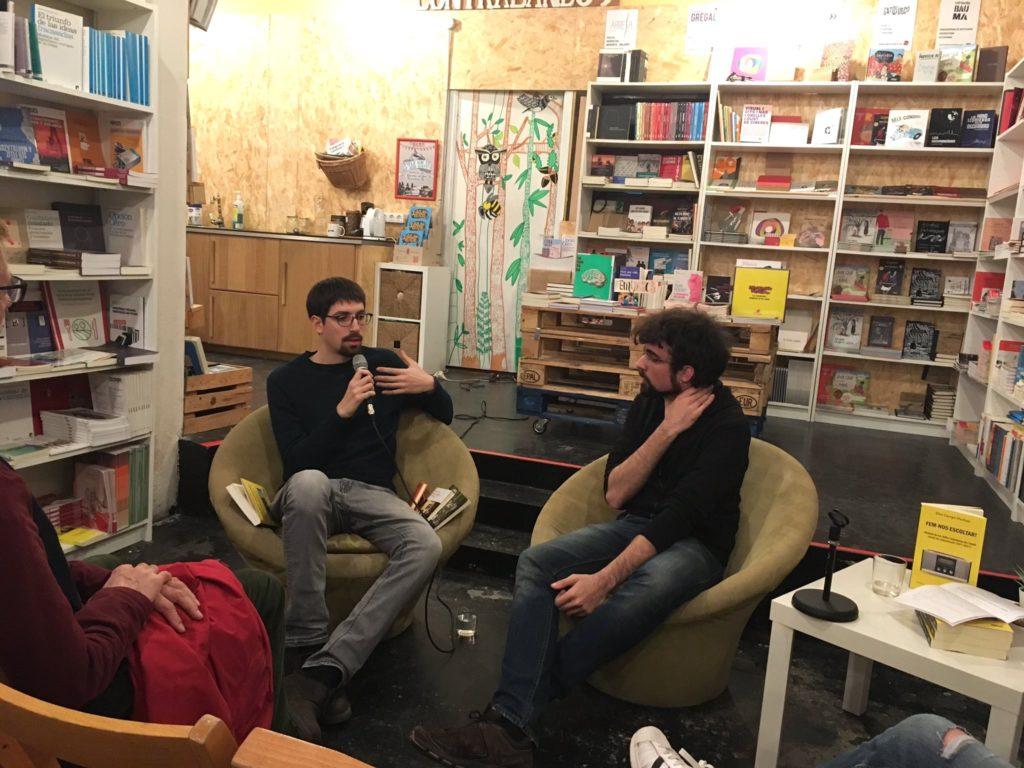 Presentació del llibre 'Fem-nos escoltar' d'Eloi Camps (dreta) a l'Espai Contrabandos de Barcelona, el 7 de març de 2019. Foto: Vicent Canet.