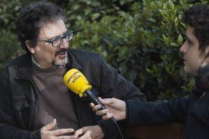 Roger Escapa (dreta) entrevista Albert Sánchez-Piñol a 'El Suplement' de Catalunya Ràdio, el 13 d'abril de 2019. Foto: CCMA.