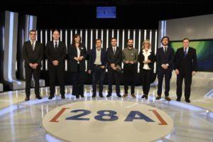 Els candidats a les eleccions del 28-A Jordi Roca (PPC), Laura Borràs (JxCat), Jaume Asens (ECP), Gerard Gómez del Moral (ERC), Mercè Perea (PSC) i Toni Roldan (Cs), al debat d'ahir amb els periodistes d'RTVE Carles González, Quim Barnola i Eladio Jareño. Foto: RTVE.