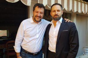 L'italià Matteo Salvini i l'espanyol Santiago Abascal, en una imatge penjada a Twitter pel líder de Vox l'octubre de 2019.