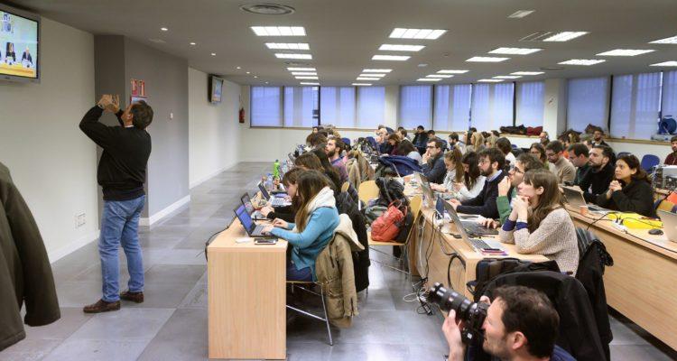 La sala de premsa de l'Audiència Nacional plena de periodistes durant la primera jornada del judici a la cúpula d'Interior el 20 de gener del 2020. Foto: ACN
