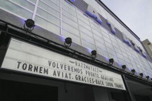 Cartell a la façana de Razzmatazz, a Barcelona. Foto: Sònia Calvó
