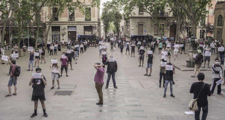Manifestació 'La vida abans que el capital' al barri de Gràcia de Barcelona. Foto: Sònia Calvó