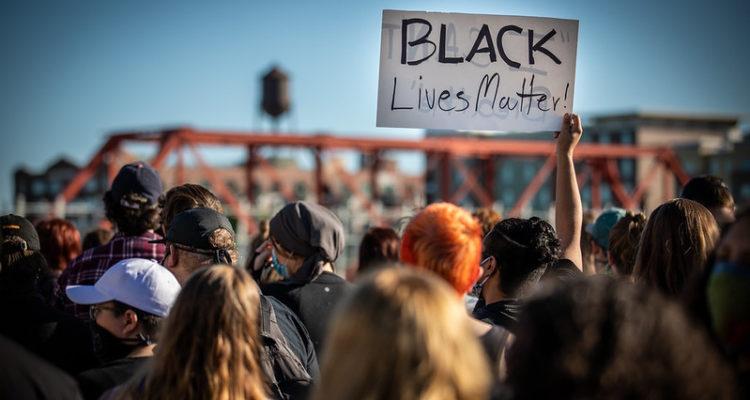 Protestes a Iowa, Estats Units, per l'assassinat de George Floyd. Foto: Phil Roeder (Flickr)